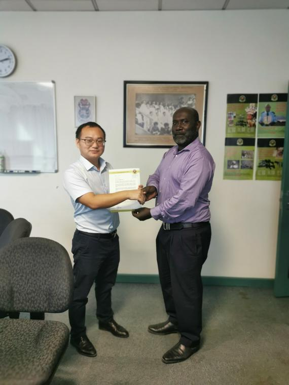 Papua New Guinea Customs awarded a letter of commendation to Nuctech engineer Ren Zhaofeng